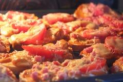 Καυτά σάντουιτς που μαγειρεύουν στην κουζίνα-σειρά Στοκ φωτογραφία με δικαίωμα ελεύθερης χρήσης
