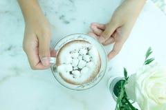 Καυτά σοκολάτα και σάντουιτς Στοκ Εικόνες