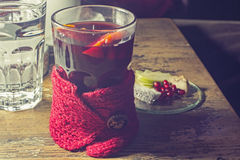 Καυτά τσάι και φρούτα Στοκ φωτογραφία με δικαίωμα ελεύθερης χρήσης