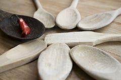 Καυτά τσίλι σε ένα ξύλινο κουτάλι Στοκ φωτογραφίες με δικαίωμα ελεύθερης χρήσης