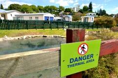 Καυτές λίμνες στο χωριό Rotorua - Νέα Ζηλανδία Στοκ φωτογραφίες με δικαίωμα ελεύθερης χρήσης