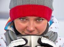 καυτή γυναίκα τσαγιού πο& Στοκ φωτογραφία με δικαίωμα ελεύθερης χρήσης