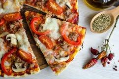 Καυτή ιταλική πίτσα κρέατος Στοκ Εικόνες
