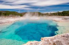 Καυτή λίμνη σαπφείρου θερμών πηγών σε Yellowstone Στοκ Εικόνα