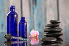 Καυτή πέτρα Beautiful spa σύνθεσης και ουσιαστικός στοκ εικόνα με δικαίωμα ελεύθερης χρήσης