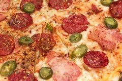 Καυτή πίτσα με στενό επάνω πιπεριών jalapeno Στοκ φωτογραφία με δικαίωμα ελεύθερης χρήσης