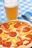 καυτή πίτσα μπύρας πικάντικη στοκ φωτογραφία με δικαίωμα ελεύθερης χρήσης
