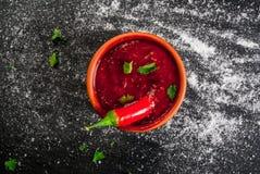 Καυτή σάλτσα Tabasco σε ένα κύπελλο Στοκ φωτογραφίες με δικαίωμα ελεύθερης χρήσης