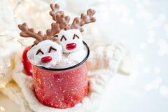 Καυτή σοκολάτα με το λειωμένο marshmallow τάρανδο στοκ φωτογραφία με δικαίωμα ελεύθερης χρήσης