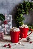 Καυτή σοκολάτα Χριστουγέννων με marshmallows στοκ εικόνες