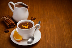 Καυτή σοκολάτα με το πορτοκάλι και τα καρυκεύματα Στοκ Εικόνες