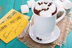 Καυτή σοκολάτα φυστικοβουτύρου με marshmallows Στοκ φωτογραφία με δικαίωμα ελεύθερης χρήσης