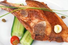 Καυτή ψημένη λωρίδα κρέατος αρνιών έτοιμη στο πιάτο της Κίνας Στοκ εικόνες με δικαίωμα ελεύθερης χρήσης