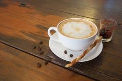 Καυτοί καφές και φασόλι καφέ Στοκ Φωτογραφίες