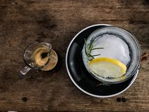 Καυτοί πυροβολισμός espresso και σόδα λεμονιών Στοκ Εικόνα