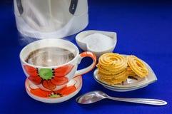 Καυτός καφές με τα μπισκότα Στοκ φωτογραφία με δικαίωμα ελεύθερης χρήσης