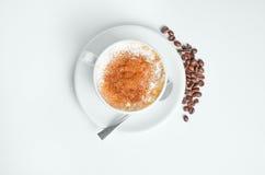 Καυτός καφές με τα φασόλια Στοκ Εικόνες