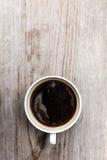 Καυτός καφές στην ξύλινη κορυφή Στοκ φωτογραφία με δικαίωμα ελεύθερης χρήσης