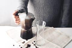 Καυτός καφές στο γυαλί και το γάλα, Arabica καφές Στοκ Φωτογραφία