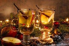 καυτός μηλίτη μήλων που θ&epsilon Ποτό Χριστουγέννων Στοκ Εικόνες