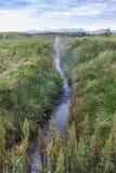 Καυτός ποταμός κοντά στο θερμοκήπιο στη νότια Ισλανδία Στοκ εικόνες με δικαίωμα ελεύθερης χρήσης