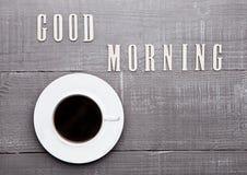 Καυτό λευκό espresso φλυτζανιών καφέ στον ξύλινο πίνακα Στοκ Εικόνες