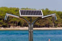 καυτό ηλιακό ύδωρ ντους π&alp Στοκ εικόνες με δικαίωμα ελεύθερης χρήσης