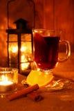 Καυτό θερμαμένο κρασί στο φλυτζάνι Στοκ Εικόνα