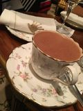 Καυτό κακάο στο υψηλό τσάι Στοκ εικόνες με δικαίωμα ελεύθερης χρήσης