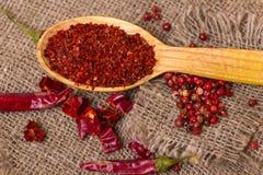 Καυτό κόκκινο πιπέρι τσίλι που συντρίβεται Στοκ Εικόνες