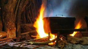Καυτό δοχείο στην πυρκαγιά Στοκ Εικόνες