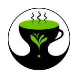 Καυτό πράσινο τσάι ή τσάι χορταριών στο φλυτζάνι με τον ατμό Στοκ φωτογραφία με δικαίωμα ελεύθερης χρήσης