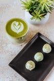 Καυτό πράσινο τσάι mocha latte με τις καραμέλες στοκ φωτογραφίες με δικαίωμα ελεύθερης χρήσης
