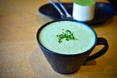 Καυτό πράσινο matcha τσαγιού latte Στοκ Φωτογραφίες