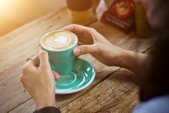 Καυτό πρόγευμα φλυτζανιών καφέ το πρωί Στοκ Εικόνα