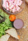 Καυτό ρόδινο τόνου σάντουιτς σοκολάτας και marshmallows Στοκ Φωτογραφία