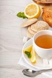 Καυτό τσάι στο άσπρο φλυτζάνι Στοκ φωτογραφίες με δικαίωμα ελεύθερης χρήσης