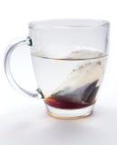 Καυτό τσάι στο φλυτζάνι γυαλιού Στοκ εικόνες με δικαίωμα ελεύθερης χρήσης