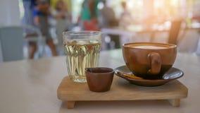 καυτό φλυτζάνι καφέ και καυτό τσάι Στοκ φωτογραφία με δικαίωμα ελεύθερης χρήσης