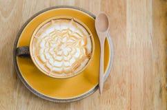 Καυτό φλιτζάνι του καφέ με το κουτάλι Στοκ εικόνα με δικαίωμα ελεύθερης χρήσης
