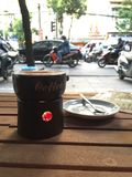 Καφές αυγών που απολαμβάνουν κατά μήκος της οδού στο Βιετνάμ Στοκ Φωτογραφίες