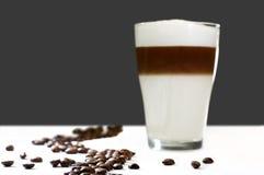 καφές επάνω στα ίχνη Στοκ εικόνες με δικαίωμα ελεύθερης χρήσης
