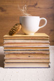 Καφές και βιβλία Στοκ φωτογραφία με δικαίωμα ελεύθερης χρήσης
