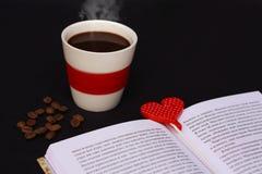 Καφές και βιβλίο Στοκ φωτογραφία με δικαίωμα ελεύθερης χρήσης