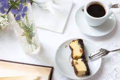 Καφές και κομμάτι του κέικ Στοκ Εικόνες