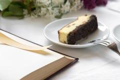 Καφές και κομμάτι του κέικ Στοκ Εικόνα