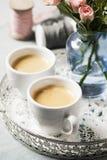 Καφές και τριαντάφυλλα στοκ φωτογραφία με δικαίωμα ελεύθερης χρήσης
