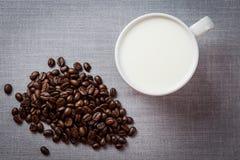 Καφές και φασόλι καφέ Στοκ εικόνες με δικαίωμα ελεύθερης χρήσης