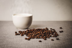 Καφές και φασόλι καφέ Στοκ φωτογραφίες με δικαίωμα ελεύθερης χρήσης