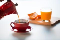 Καφές και χυμός από πορτοκάλι Στοκ φωτογραφία με δικαίωμα ελεύθερης χρήσης